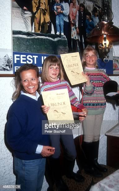 Claudia Rieschel mit Nichten Franziska und Viola Urlaub auf dem Mooshof am in Gaggenau / Moosbrunn Deutschland