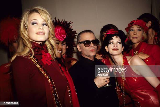 Claudia Schiffer, a model, Karl Lagerfeld, Kristen McMenamy and Models attend a Yves Saint Laurent Show during A Paris Fashion Weeks in the 1990s in...