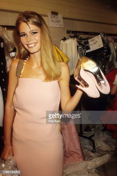 Claudia Schiffer attends a Gianni Versace Show during A Paris Fashion Weeks in the 1990s in Paris, France.