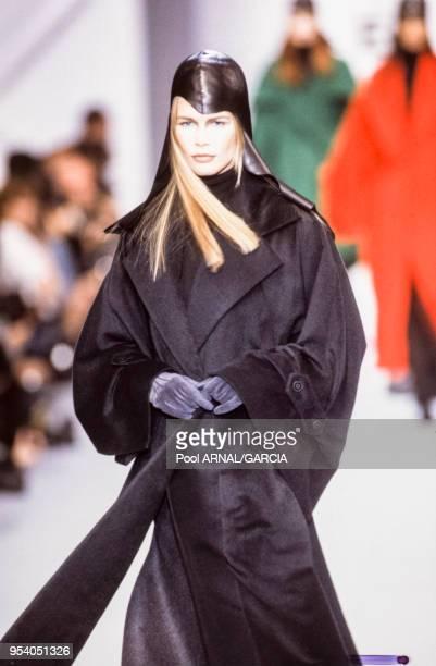 Claudia Schiffer au défilé Lagerfeld PrêtàPorter collection AutomneHiver 199394 à Paris en mars 1993 France