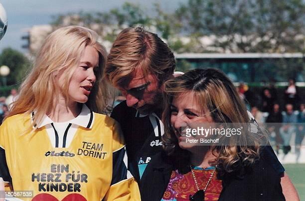 Claudia Schiffer Boris Becker Namefolgt BenefizFußballspielfür 'Ein Herz für Kinder' und die 'BorisBeckerStiftung' Camp deMar/Mallorca/Spanien...