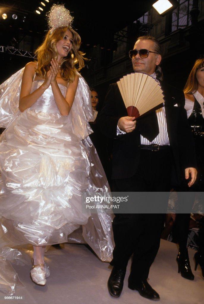 Défilé de Haute-couture Chanel hiver 1991 : News Photo