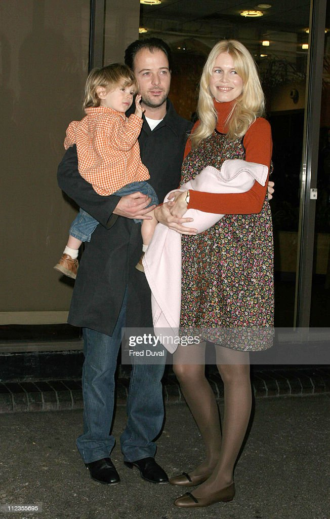 Claudia Schiffer Leaves Hospital With Her New Baby Girl : News Photo
