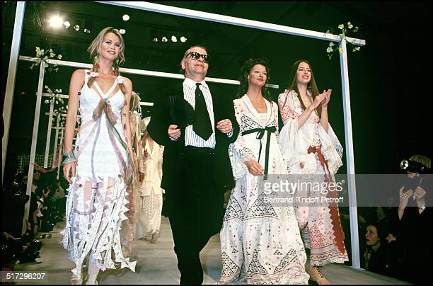 Claudia Schiffer Karl Lagerfeld and Linda Evangelista ready to wear fashion show spring summer 1993 collection in Paris