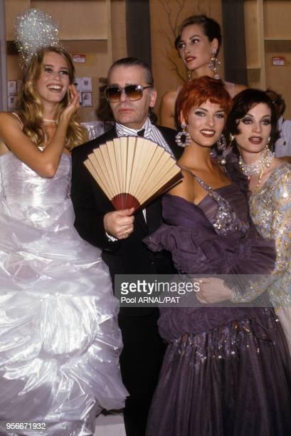 Claudia Schiffer Karl Lagerfeld Linda Evangelista Christy Turlington et Kristen McMenamy lors du défilé de Hautecouture Chanel hiver 1991 en juillet...
