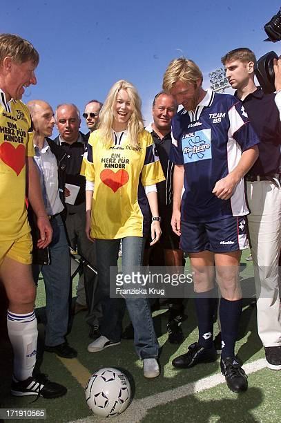 Claudia Schiffer Und Boris Becker Beim Benefiz Fussballspiel 'Kick For Kids' Auf Mallorca