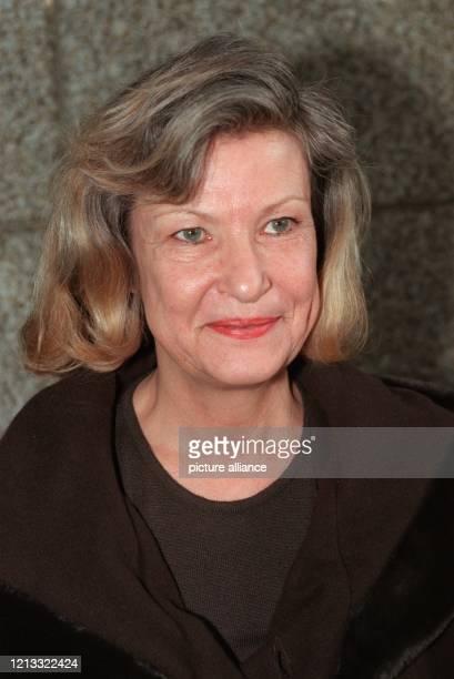 Claudia Schneider Ehefrau des mutmaßlichen Millionenbetrügers Jürgen Schneider nach ihrer Freilassung am 441996 aus der Untersuchungshaftanstalt...
