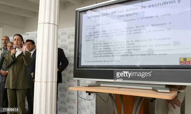 Claudia Sheinbaum vocera del candidato presidencial Andres Manuel Lopez Obrador del partido de la Revolucion Democratica muestra en una pantalla con...