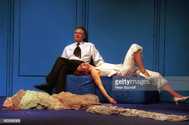 Claudia Wenzel Lebensgefährte Rüdiger Joswig Theaterstück The Blue Room/Das Model und der Dramatiker Theaterstück Reinbek Theater Gastspiel Freund...