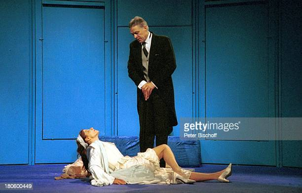 Claudia Wenzel Lebensgefährte Rüdiger Joswig Theaterstück The Blue Room/Die Schauspielerin und der Aristokrat Reinbek Theater Gastspiel Freund Kostüm...
