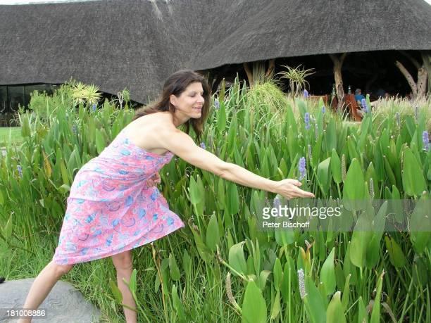 Claudia Wenzel Urlaub Flitterwochen Namibia/SüdAfrika OkapukaRanch bei Windhoek Lodge Schauspielerin Promis Prominente Prominenter