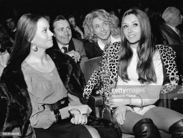 Claudine Auger Christine Lelouch et Marie Dubois assistant au concert de Julien Clerc à l'Olympia à Paris France le 18 décembre 1970