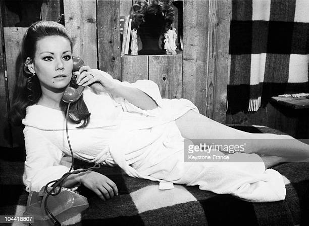 Claudine Auger On The Shooting Of The Film Et Si On Faisait L'Amour In 1967