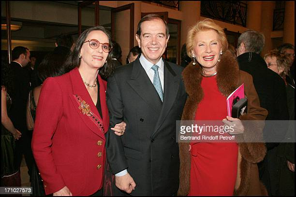 Claudine Auger Patrick Ollier chairmant of the national assembly and Monique Raimond Gala Musique Contre L'Oubli of international Amnesty at the...