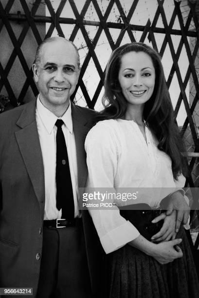Claudine Coster et son mari Robet Manuel chez eux à Paris le 9 juin 1970 France