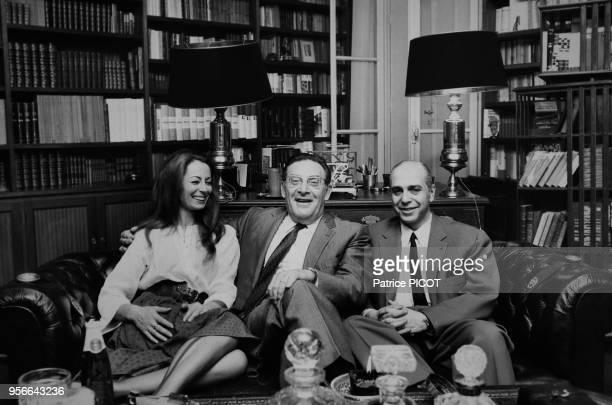 Claudine Coster et son mari Robet Manuel recoivent Léon Zitrone chez eux à Paris le 9 juin 1970 France