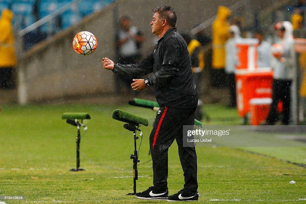 Gremio v Liga de Quito - Copa Bridgestone Libertadores 2016