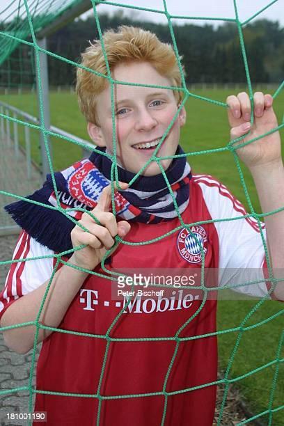 Claudio Deri Homestory Weeze Sänger Volksmusik Trikot FC Bayern Fanschal Fußballplatz Promis Prominente Prominenter