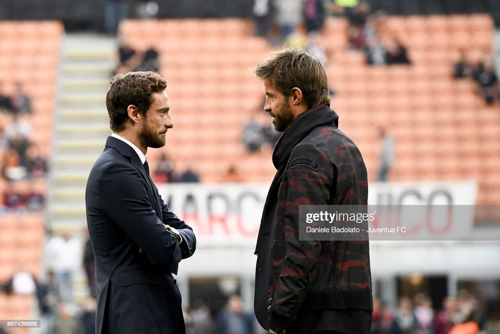 Claudio Marchisio and Marco Storari during the Serie A match between AC Milan and Juventus at Stadio Giuseppe Meazza on October 28, 2017 in Milan, Italy.