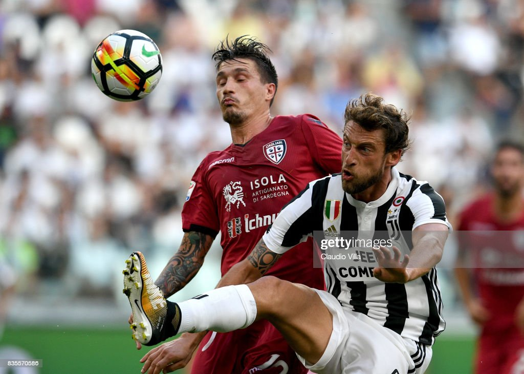 Claudio Marchisio of Juventus FC (R) in action during the Serie A match between Juventus and Cagliari Calcio at Allianz Stadium on August 19, 2017 in Turin, Italy.
