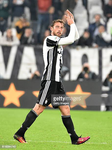 Claudio Marchisio salutes the crowd during the Serie A match between Juventus FC and UC Sampdoria at Juventus Stadium on October 26 2016 in Turin...