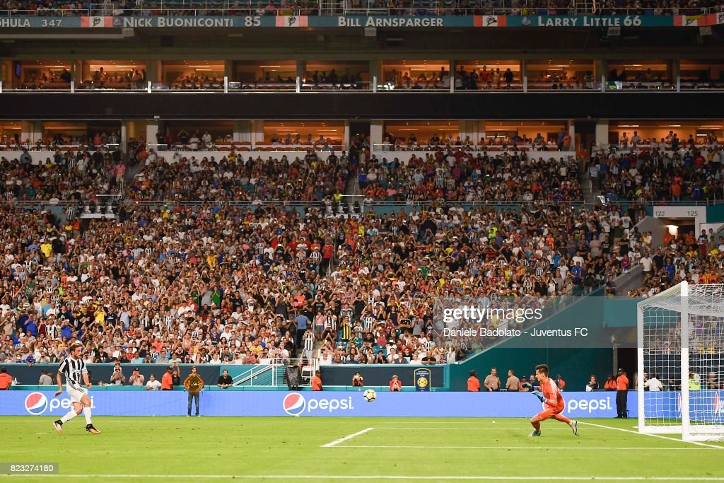Claudio Marchisio scores 2-3 goal during the International Champions Cup 2017 match between Juventus and Paris Saint Germain at Hard Rock Stadium on July 26, 2017 in Miami Gardens, Florida.