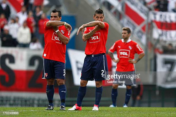 Claudio Morel Rodríguez and Cristian Tula of Independiente lament after a match between River Plate and Independiente as part of the Torneo Final...