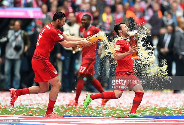 Claudio Pizarro of Bayern Muenchen and Juan Bernat of Bayern Muenchen celebrate after winning the league during the Bundesliga match between FC...