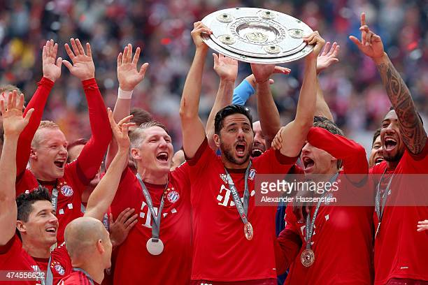 Claudio Pizarro of Bayern Muenchen and teammates celebtrate with the trophy following the Bundesliga match between FC Bayern Muenchen and 1 FSV Mainz...