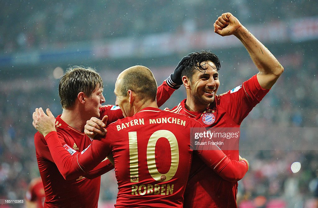 Claudio Pizarro of Bayern Muenchen celebrates scoring his team's sixth goal during the Bundesliga match between FC Bayern Muenchen and Hamburger SV at Allianz Arena on March 30, 2013 in Munich, Germany.