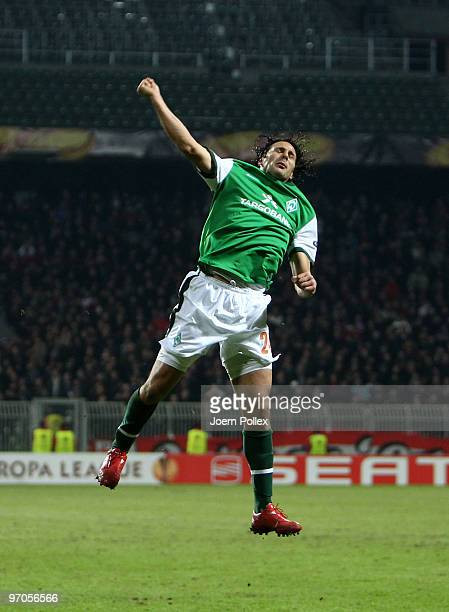Claudio Pizarro of Bremen celebrates after scoring his team's fourth goal during the UEFA Europa League knockout round second leg match between SV...