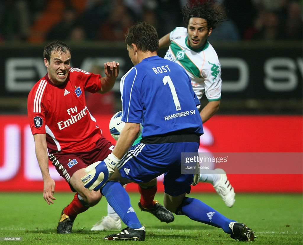 Claudio Pizarro (R) of Bremen tries to score against goalkeeper Frank Rost (C) of Hamburg while Joris Mathijsen (L) of Hamburg looks on during the UEFA Cup Semi Final first leg match between SV Werder Bremen and Hamburger SV at the Weser stadium on April 30, 2009 in Bremen, Germany.