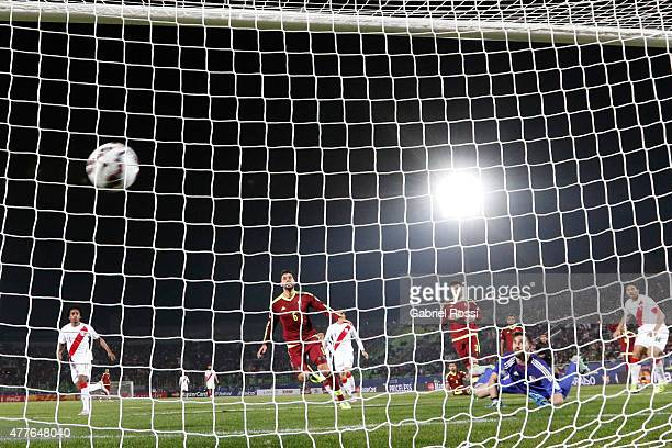 Claudio Pizarro of Peru scores the opening goal during the 2015 Copa America Chile Group C match between Peru and Venezuela at Elías Figueroa Brander...