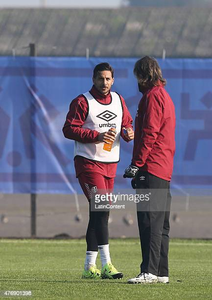 Claudio Pizarro of Peru talks to the coach Ricardo Gareca during a training session prior to the debut match against Brazil at Universidad de La...