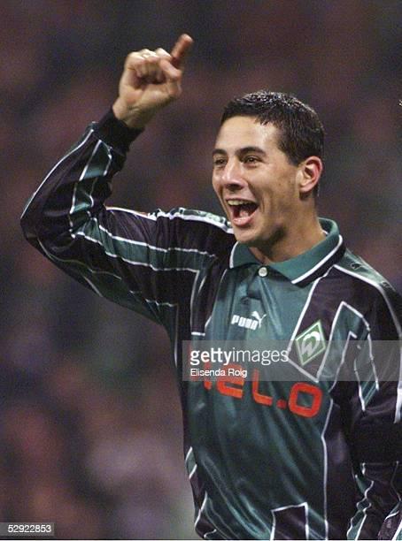 1 Claudio PIZARRO/Bremen Jubel nach dem 10