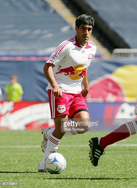 Claudio Reyna of the New York Red Bulls plays the ball against the Chicago Fire at Giants Stadium in the Meadowlands on May 25, 2008 in East...