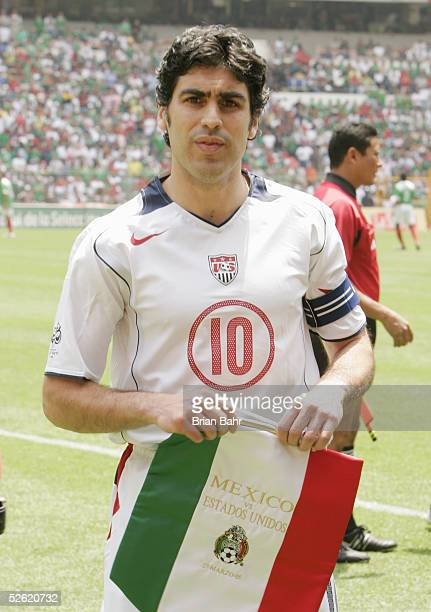 Claudio Reyna of the USA looks on prior to the match against Mexico in the 2006 FIFA World Cup qualifying match on March 27 2005 at Estadio Azteca in...