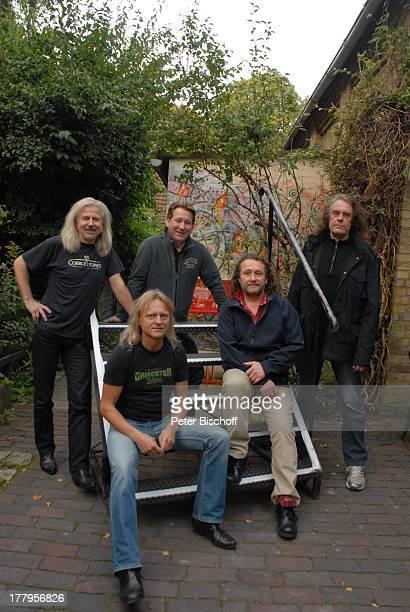 Claudius Dreilich und weitere Mitglieder der Musikgruppe Karat vor Altem Rathaus Worpswede Niedersachsen Deutschland Europa Sänger Musiker