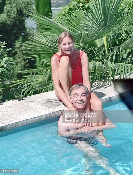 Claus Biederstaedt Ehefrau Dr Barbara Homestory Ferienvilla in Lago Maggiore Schweiz Europa Urlaub Pool Wasser schwimmen Ehemann Schauspieler MW/TP