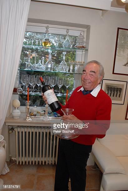 Claus Biederstaedt Ehefrau Dr Barbara Homestory kleines Dorf bei Fürstenfeldbrück Oberbayern Bayern Deutschland Europa Gemälde Wohnzimmer Wein...