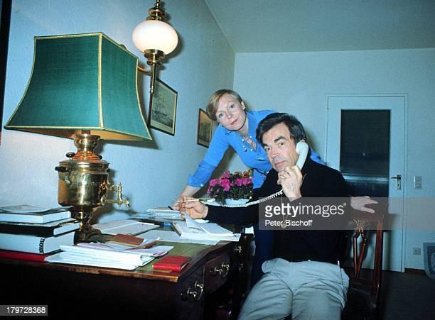Claus Biederstaedt mit Ehefrau BarbaraHomestory Berlin Deutschland Europa
