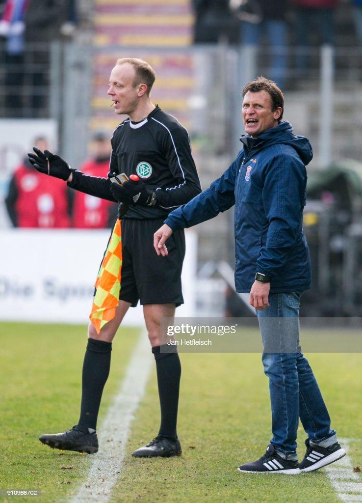 SpVgg Unterhaching v SV Wehen Wiesbaden - 3. Liga : Foto jornalística