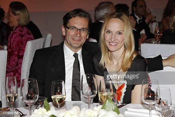 Claus Strunz Und Ehefrau Anne Beim 20 Jährigen Jubiläum Und Der Preisverleihung Des Montblanc De La Culture Arts Patronage Award 2011 In Den...