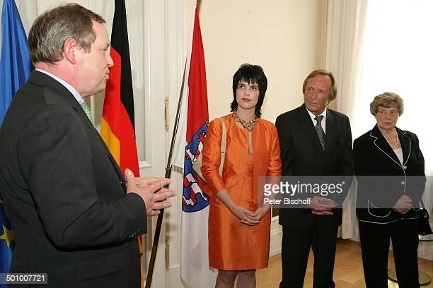 Claus Theo Gärtner, Freundin Sarah Würgler , Mutter Lotti Gärtner ,Udo Cort Verleihung Bundesverdienstkreuz an C l a u s T h e o G ä r t n e r,...
