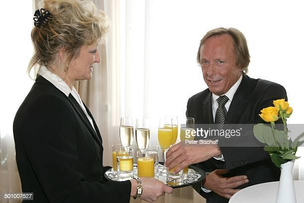 Claus Theo Gärtner, Service-Kraft, Verleihung Bundesverdienstkreuz an C l a u s T h e o G ä r t n e r, Wiesbaden, Deutschland, , P.-Nr. 540/2006,...