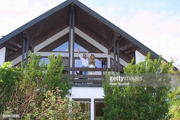 Claus Wilcke Ehefrau Janine Amann Homestory Rothenburg ob der Tauber Schauspieler Balkon Promi PNr 764/2004 HS Foto PBischoff/CD Veröffentlichung nur...