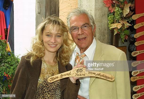 Claus Wilcke Ehefrau Janine Amann Rothenburg ob der Tauber Schauspieler GeburtstagsKleiderbügel Geburtstag Promi PNr 764/2004 HS Foto PBischoff/CD...