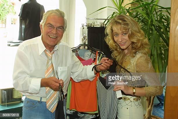 Claus Wilcke, Ehefrau Janine Amann, Rothenburg ob der Tauber, , Boutique, Schauspieler Promi, P.-Nr.: 764/2004, HS; Foto: P.Bischoff/CD;...