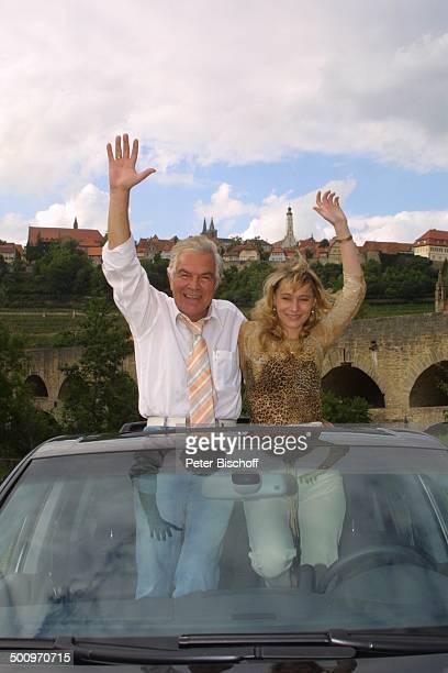 Claus Wilcke Ehefrau Janine Amann Rothenburg ob der Tauber Volkswagen Touareg Auto Automobil VW Schauspieler Promi PNr 764/2004 HS Foto PBischoff/CD...