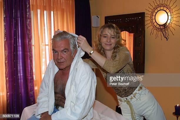 Claus Wilcke Ehefrau Janine Amann Rothenburg ob der Tauber GesundheitsZentrum Vitalis WellnessHotel Schauspieler Bademantel Promi PNr 764/2004 HS...